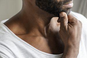 Hoe krijg ik mijn strottenhoofd onbeweeglijk?